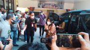 Mensos Risma Jenguk Korban Bom Bunuh Diri di Makassar dan Beri Santunan