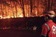 Kebakaran Lapak Ban Bekas di Gunung Putri, Sudah 24 Jam Petugas Masih Berjibaku