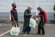 Parcel Ramadhan, Senyumkan Portir Stasiun