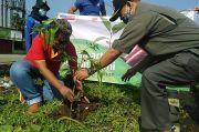 Hari Bumi, Alfamart Tanam Ratusan Bibit Pohon di Bantaran Kali Cidepit Bogor