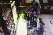 Gondol Ratusan Bungkus Rokok dan Permen, Pencurian di Alfamart Terekam CCTV