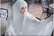 Ramadhan di Jepang, Syahrini Pakai Mukena Berhias Emas 24 Karat