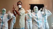 Usir Rasa Bosan, Saleh Husin Joget TikTok Bareng Perawat di Rumah Sakit