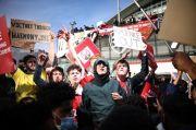 Arsenal vs Everton Diwarnai Demo Ribuan Fans di Luar Stadion, Tuntut Kroenke Pergi
