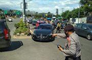 6 Mei 2021, Polisi Lakukan Pengetatan Jalur Puncak Bogor Antisipasi Pemudik