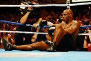 Mike Tyson Tak Pernah Pakai Kaus Kaki saat Bertarung, Jawabannya Lucu!