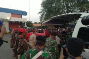 Jenazah Kabinda Papua Tiba di Soetta, TNI Gelar Upacara Pengantaran