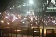 Brimob Pukul Mundur Konvoi Ratusan Massa Bermotor yang Lempari Kantor Graha Persib