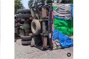 Truk Terguling di Menceng Kalideres, Tutup Setengah Ruas Jalan