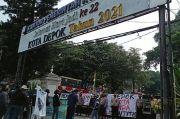 HUT Depok Ke-22 Disambut Demo Mahasiswa di Depan Balai Kota, Mereka Protes Ini