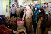Wakil Bupati Maros dan BPOM Sidak Jajanan Takjil di Pasar