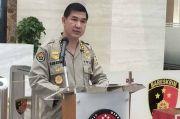Mata Munarman saat Digelandang ke Polda, Polri: Sesuai Standar Internasional