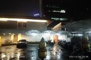 7 Mobil Kijang Innova KPK Sambangi Rumah Dinas Azis Syamsuddin