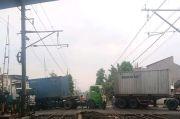 Ada Truk Mogok di Pintu Perlintasan Antara Stasiun Duri dan Rawa Buaya