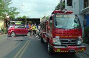 Melaju Kencang Menuju Lokasi Kebakaran, Mobil Damkar Hantam Mobil Dokter Cantik