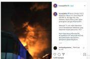 Kebakaran Hebat Lahap sebuah Pabrik di Kalideres