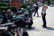 Ancam Pengguna Jalan, Parkir Liar di Pasar Pagi Mangga Dua dan Mall Emporium Ditertibkan