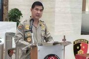 Pengacara Dilarang Temui Munarman, Polri: Hukum Acara Terorisme Berbeda dengan Pidana Biasa