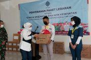 Peringati May Day, Menaker Serahkan Paket Lebaran untuk Pekerja Medis di Wisma Atlet