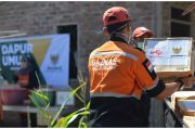Korban Banjir Bandang di NTT Dapat Donasi Uang dan Bumbu Masak