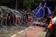 Ada Demo Buruh, Area Polda Metro Jaya Dipasangi Kawat Berduri