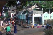 Massa Misterius Serang dan Rusak Rumah Keluarga Tersangka Pembunuhan di Batang