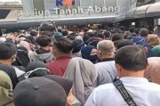 Pengguna Stasiun Tanah Abang Membludak, KAI Commuter Sebut Tetap Jalankan Protokol Kesehatan