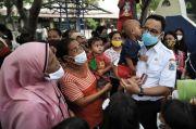 Bikin Haru dan Kaget, Anies Dapat Ciuman Hangat saat Berkunjung ke Pulau Seribu