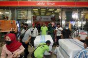 Pantau Pengunjung Pasar Tanah Abang, TNI-Polri Batasi Kapasitas di Dalam Pasar