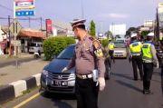 Ratusan Kendaraan Pemudik Berpelat Jabodetabek Tiba di Cirebon Diputar Balik
