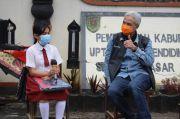 Ganjar Kunjungi Murid SD di Magelang dan Minta Telkom Memasang Jaringan Internet