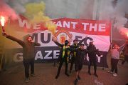 Legenda Man United Salut Fans The Red Devils Bajak Old Trafford