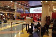 Tinjau Vaksinasi Pelaku Usaha di Mall Grand Indonesia, Jokowi Diajak Swafoto