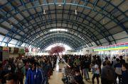 Jam Pulang Kantor, Penumpang KRL di Stasiun Palmerah Menumpuk
