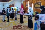 Khofifah dan ACT Santuni Ahli Waris Korban KRI Nanggala 402 dan Bantu Ponpes di Jatim