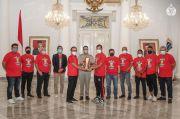 Persija Serahkan Piala Menpora ke Anies, Warganet: Alhamdulillah di Tangan Gubernur Terbaik