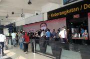 Sore Hari Jelang Larangan Mudik, Bandara Halim Perdanakusuma Ramai Lagi