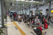 20 Rangkaian Kereta di Stasiun Pasar Senen Antar Pemudik ke Kampung Halaman