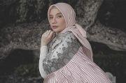 Pancarkan Aura Keibuan, Lembut dan Anggunnya Zaskia Sungkar dalam 5 Tampilan Ini