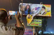 Papan Reklame Khomeini dan Soleimani Dirobohkan, Warga Baghdad Bersuka Cita