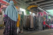 Satpol PP Tinggalkan Lokasi, PKL Kembali Gelar Lapak di Trotoar Jalan Fachrudin Tanah Abang