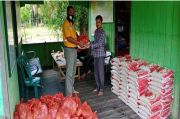 Jelang Lebaran, PT KPC Bagi Ratusan Paket Sembako Bagi Warga Sekitar Perusahaan