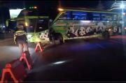 Gagal Mudik, Bus dan Kendaraan Disuruh Putar Balik di Pos Penyekatan Jatim-Jateng