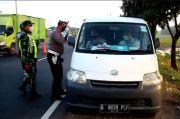 Jalur Pantura Perbatasan Indramayu-Cirebon Dipadati Pemudik, Petugas Tak Kompromi