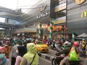 Pengunjung Pusat Perbelanjaan di Kota Bandung Membludak, Begini Reaksi Satpol PP