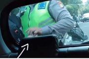 Viral Polisi Salam Tempel di Jalan, Netizen: Pantas Kasus Korupsi Tak Habis-habis