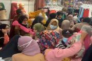 Pasar Tanah Abang Kembali Padat, Pengunjung Abaikan Protokol Kesehatan