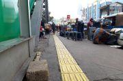 Duh! Petugas Tiga Pilar Berjaga, PKL Asyik Gelar Lapak di Trotoar Fachrudin Pasar Tanah Abang