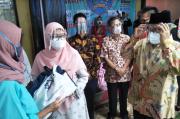 LPKSM Saluyu Bersama Ahmad Heryawan Bagikan Sembako ke Santri