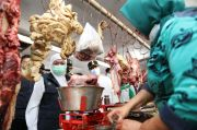 Cek Harga Sembako Jelang Lebaran, Khofifah Bareng Gus Ipul Gerebek Pasar Besar Pasuruan